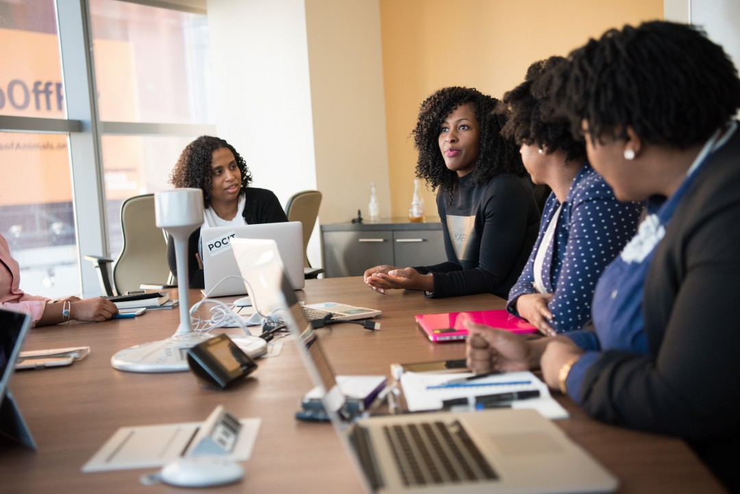 Between 1979 and 2013, women of all races saw an increase in their work hours. On average, however, women from middle-class African American and Latino families worked more hours annually than women from white families.